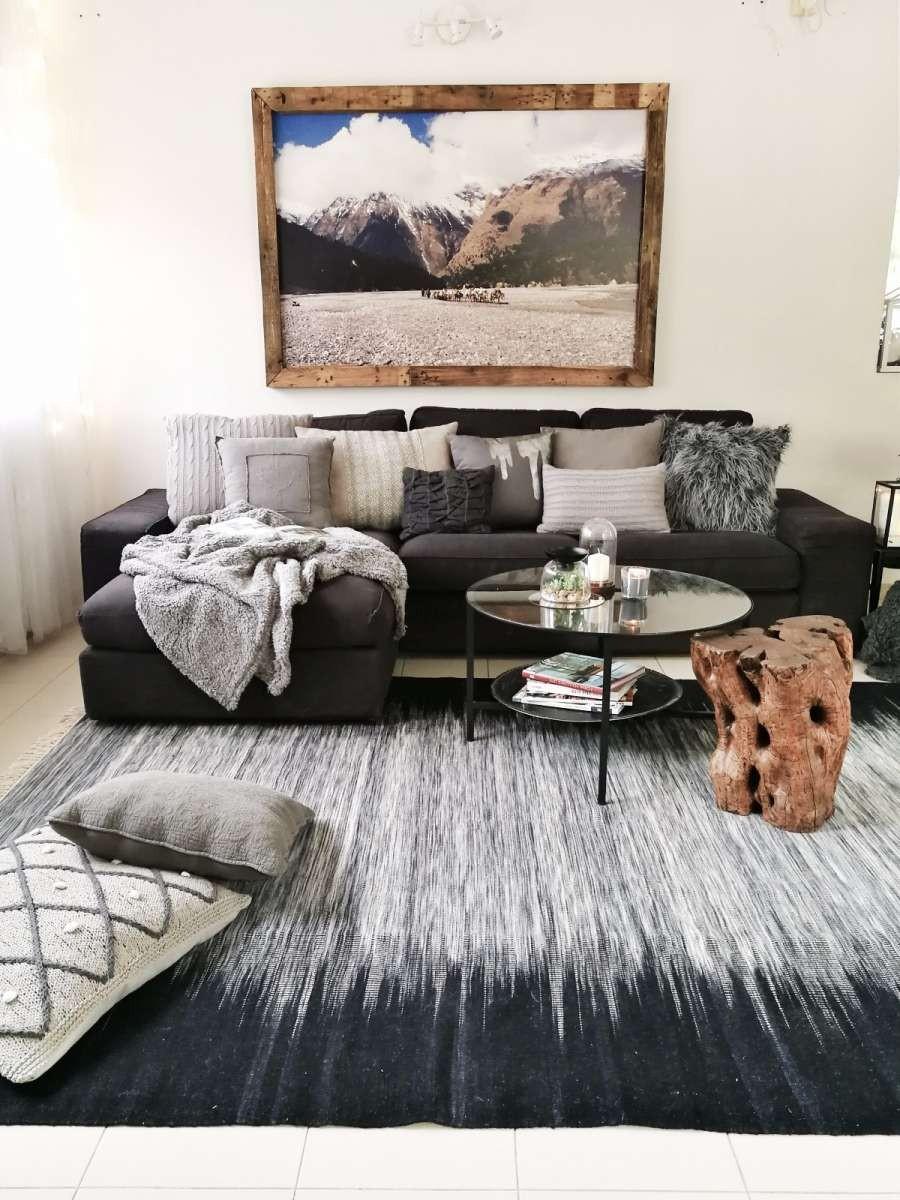שטיח קילים ארוג צמר: מיקלולה – גלריה לעיצוב חדרים.  פרוייקט של המעצבת רעות יניב-מעצבת סביבת חיים.   צילום: סיון מויאל